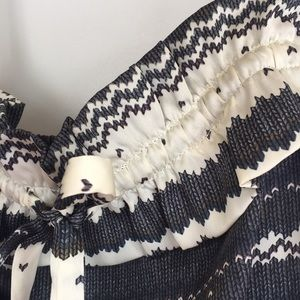 Dresses & Skirts - Silky black and white patterned dress